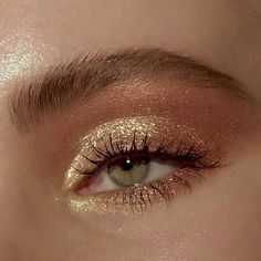 golden glam goldener Zauber hacks for teens girl should know acne eyeliner for hair makeup skincare Glowy Makeup, Cute Makeup, Smokey Eye Makeup, Pretty Makeup, Eyeshadow Makeup, Natural Makeup, Natural Facial, Eyeshadow Palette, Makeup Palette