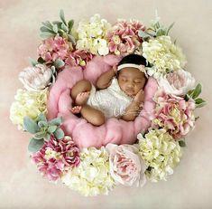 Pin by Myah Johnson on Kid Goals Newborn Baby Photos, Baby Girl Photos, Newborn Baby Photography, Newborn Pictures, Baby Girl Newborn, Baby Pictures, Pretty Baby, Baby Love, Fotografia Tutorial