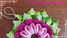 crochet and graphs - PIPicStats Carla Cristina, Crochet Flowers, Crochet Earrings, Diy Crafts, Knitting, Maya, Toilet, Clothes, Diy