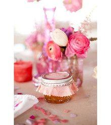 Cute jars of jam make great wedding favors