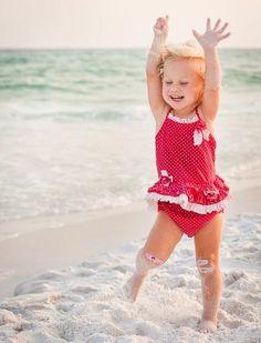 Ei, menina. levanta esse sorriso, joelho ralado não mata ninguém. A vida não é uma sucessão de perdas, se o momento está ruim, não coloque mais peso nele. O nosso equilíbrio depende mais de como encaramos as coisas do que o que colocamos na balança. Não deixe o desanimo pesar mais que a sua fé.  Rosi Coelho
