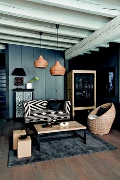 Ethnic decor: definition and 7 ideas to find yours Clem Living Room Inspiration, Home Decor Inspiration, Style At Home, African Interior, Sweet Home, Interior Sliding Barn Doors, Ethnic Decor, Interior Design Photos, Exterior House Colors