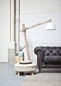 By Boo houten staande lamp met metalen kap in extra large