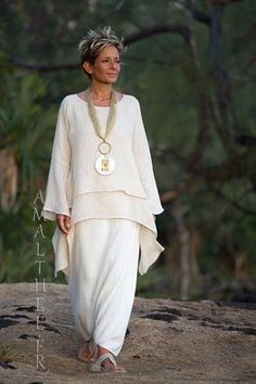 Loose fit beige linen gauze tunic perfect for wedding party -:- AMALTHEE -:- n° essence of Ethnic Chic and loose fit elegance: Our oatmeal layered linen g.We design and make original garments for women, ethnic chic, ethnic style clothes, dre Ethnic Chic, Boho Chic, Boho Fashion, Fashion Dresses, Womens Fashion, Vetement Hippie Chic, Mode Boho, Advanced Style, Loose Fit