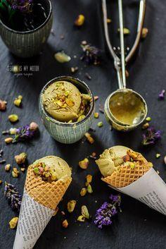 El helado de pistacho es una de mis sabores favoritos . Es un sabor que no está disponible en todos los heladerías, así que aquí os dejo la receta para poder disfrutarlo en casa.