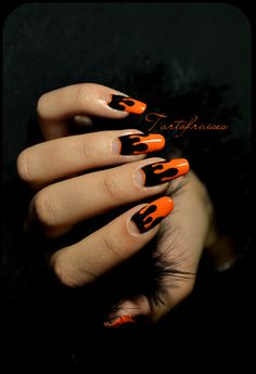I love these drip nails for Halloween by Tartofraises