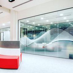 L'image contient peut-être: 1 personne Glass Wall Design, Window Design, Dental Office Design, Office Interior Design, Office Graphics, Privacy Glass, Office Branding, Glass Office, Corporate Interiors