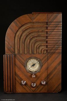 Zenith Model 811 Art Deco Tombstone Radio