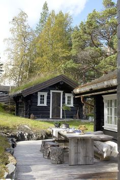 senaste bilder hytte inspirasjon fjellet utvendig +#bilder #bröllop #fjellet #hytte #inspirasjon #mig #senaste #utvendig Mountain Cottage, Lakeside Cottage, Cabins In The Woods, House In The Woods, Rendered Houses, Cabin Porches, Cabins And Cottages, Cozy Cabin, Cabin Homes