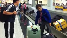[Collection] Baggage handler throwing baggage around the airport in Hong...