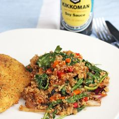 Exquisite Vegetables and quinoa saute with Kikkoman soy sauce, the ideal complement for lunch or dinner. Great Recipes, Vegan Recipes, Cooking Recipes, How To Cook Quinoa, Fried Rice, Food Print, Meal Prep, Lunch, Stuffed Peppers