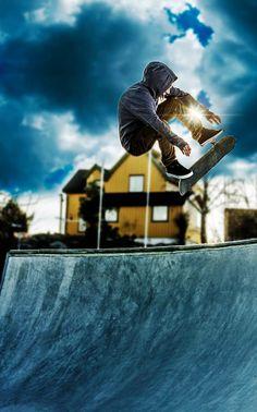 Skateboarding from Moss, Norway. Skater: Jorgen Gundersen Photo: Mattis Knudsen Trick: Kickflip to fakie Fan: Mattis Knudsen. E Skate, Skate Photos, High Line, Longboarding, Extreme Sports, Moss Norway, Mountain Biking, The Good Place, Skiing