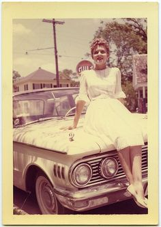 Vintage Cars 50 Glamorous Snapshots Show Dresses That Girls Often Wore From the ~ vintage everyday Vintage Pictures, Old Pictures, Vintage Images, Old Photos, Vintage Colors, Retro Vintage, Retro Baby, Vintage Stuff, Vintage Ladies