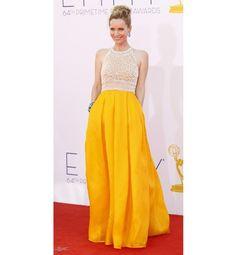 Leslie Mann jamás se equivoca en la alfombra roja. Para los Premios Emmy 2012 optó por un vestido de Naeem Khan.
