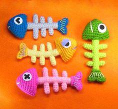 Add catnip for cat toys? Fish Bone amigurumi crochet pattern by StripeysPatterns. Chat Crochet, Crochet Mignon, Crochet Gratis, Crochet Amigurumi, Crochet Food, Amigurumi Patterns, Crochet Dolls, Free Crochet, Crochet Cat Toys