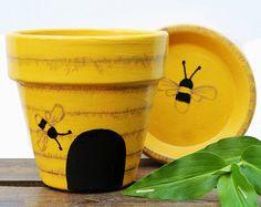 Painted Bee Hive Flower Pot - Yellow Terracotta Planter, PotsEtc Gemalte Blumentopf - Bienenstock, g Flower Pot Art, Flower Pot Design, Small Flower Pots, Clay Flower Pots, Flower Pot Crafts, Clay Pot Crafts, Bee Crafts, Bee Flower, Painted Plant Pots