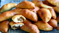 Tex mex-lihapiirakat uunissa - Suklaapossu Tex Mex, Pretzel Bites, Hot Dog Buns, Food And Drink, Bread, Brot, Baking, Breads, Buns
