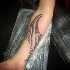 Tribal Hand Tattoos, Henna Tattoo Hand, Leg Tattoos, Maori Tattoo Arm, Cross Tattoo Designs, Maori Tattoo Designs, Piercings, Piercing Tattoo, Face Tats
