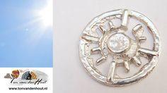 Wat een prachtig zonnige dag vandaag.  Geniet ervan! ☀ www.tonvandenhout... #edelsmid #roermuntje #zon #tvdh #handgemaakt #sieraden #handmade #jewelry #munt #munthanger #goldsmith #handmadejewelry #uniekhandgemaakt #edelsmeden