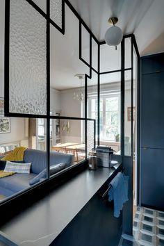 [ RÉALISATION STUDIO ] Transformation d'un petit appartement parisien : une cuisine déclinée en bleu et noir / Verrière Art Déco.