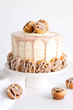 This Cinnamon Roll Cake is packed with cinnamon flavour! A layer of cinnamon rolls sandwiched between two cinnamon swirl cake layers, covered in a cream cheese frosting. Cinnabon Cinnamon Roll Cake, Cinnamon Swirl Cake, Cinnamon Roll Cupcakes, Cinnamon Recipe, Cake Boss Recipes, Dessert Recipes, Desserts, Pastry Recipes, Cinnamon Rolls From Scratch