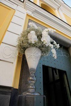 Allestimenti floreali total white in chiesa.
