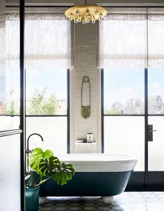The Design Files: A jaw-dropping apartment in one of Australia's first warehouse conversions Quirky Home Decor, Natural Home Decor, Cheap Wall Decor, Cheap Home Decor, Luxury Homes Interior, Home Interior Design, Warehouse Living, Warehouse Conversion, Converted Warehouse
