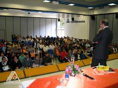 - Salones Sotará y Purace con capacidad para 60 personas cada uno. - Salón Yambitará  con capacidad para  150 personas. - Salón Munchique con capacidad para  250 personas.