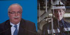 """Attention toutefois à l'excès d'euphorie, prévient Thomas Porcher, professeur à l'ESG Management School et auteur du Mirage des gaz de schiste (Max Milo Editions). """"Comme l'a montré une étude de l'Agence internationale de l'Energie, ce qui s'est passé aux Etats-Unis ne peut se dupliquer en Europe."""