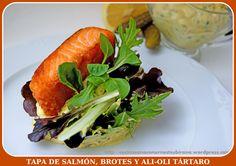Esta semana vamos a preparar una ensalada en formato tapa a base de salmón, brotes tiernos de lechugas y un ali-oli de salsa tártara. El salmón lo marcaremos en la sartén por todos los lados a fueg…