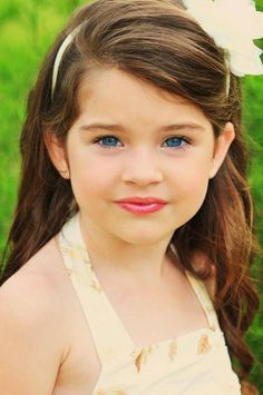 Four year old girl model headshot print Pageant natural photo shoot session idea