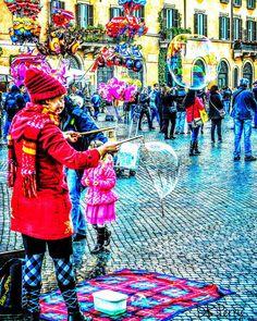 """Bubbles""  #piazzanavona #italy #italia #rome #roma #amazing_italy #noidiroma #repostromanticitaly #photobydperry ##wp #fb #europe #lazio #bubbles #piazza #colorful"