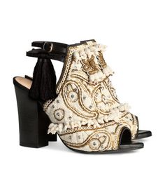 H&M Sandalias bordadas de piel 179 €