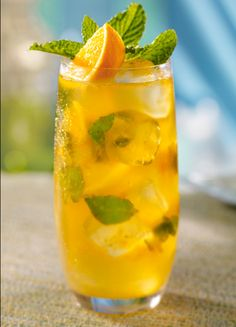 Mango cocktail, delicious and refreshing on a warm spring day!