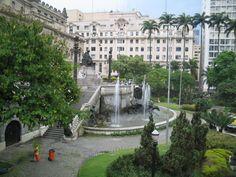 Praça Ramos de Azevedo, ao lado do Teatro Municipal - SP