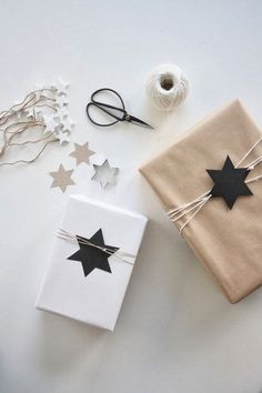 Paquet cadeau avec étoile Gift Wrapping, Wrapping Ideas, Diy, Wraps, Gifts, Header, Craft, Wrap Gifts, Boxes
