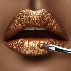 The Metallic Lipstick Beauty Trend: Affordable & Natural Buys Metallic Lipstick, Lipstick Art, Lipstick Colors, Liquid Lipstick, Lip Colors, Violet Lipstick, Lipstick Brands, Metallic Gold, Metalic Lips