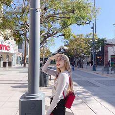 Lisa Lalisa Manoban in LA Blackpink LISA Lisa Blackpink [lalalalisa_m] Blackpink Lisa, Jennie Blackpink, Yg Entertainment, South Korean Girls, Korean Girl Groups, Blackpink Wallpaper, Foto Instagram, Instagram Posts, Jenny Kim