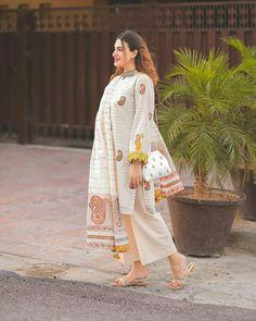 Fancy Dress Design, Stylish Dress Designs, Stylish Dresses, Pakistani Dress Design, Pakistani Dresses, Girls Dress Up, Designer Dresses, Khalid, Asian