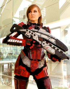 FemShepard (Mass Effect) Cosplay