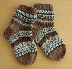 Crochet Socks, Knitting Socks, Knit Crochet, Knitting For Kids, Knitting Projects, Baby Knitting, Winter Socks, Warm Socks, Knitting Charts