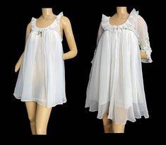9c6cfa5b0 White Nightgown and Robe Set Vintage 60s Chiffon Peignoir Bridal Babydoll  Mini Nightie Crystal Pleats S