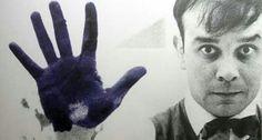 Yves Klein era un raffinatissimo, eccentrico, geniale artista!!  Creo' il Blue Klein. Aveva in mente questa cosa di riportare il mondo alla sua essenzialita', per cui inizio' facendo quadri monocromi e punto'sul blu : pensava fosse il colore di ciò che è invisibile, sospettava che fosse il colore del segreto del mondo, era sicuro che fosse il colore dell'infinito. E lui stava cercando uno, quello perfetto, l'ultimo, l'unico. Lo chiamo' con il suo nome : IKB, International Klein Blue.