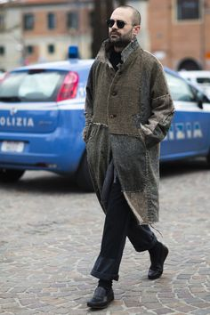 Les meilleurs street looks du Pitti Uomo Mens Style Guide, Men Style Tips, Stylish Outfits, Fashion Outfits, Fashion Tips, Fashion Styles, Military Fashion, Mens Fashion, Street Fashion