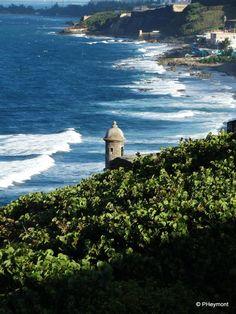 Looking to Sea from El Morro | TravelGumbo