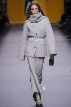 Hermès Fall 2016 Ready-to-Wear Fashion Show http://www.theclosetfeminist.ca/ http://www.vogue.com/fashion-shows/fall-2016-ready-to-wear/hermes/slideshow/collection#15
