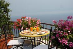 #BBAmalfiCoastSalerno: B&B Al Pesce D'Oro, a 3 km da Amalfi, offre parcheggio gratuito, navetta aeroportuale, balcone privato affacciato sul mare, WiFi... Outdoor Furniture Sets, Outdoor Decor, Sorrento, Amalfi Coast, B & B, New Homes, Places, Bella, 3