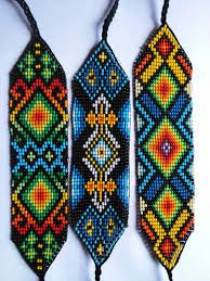 Resultado de imagen para mostacilla checa manillas Loom Beading, Beading Patterns, Bead Crafts, Diy And Crafts, Collar Indio, Beaded Jewelry, Beaded Bracelets, Native American Beading, Cross Stitch
