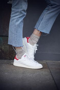 33 trendy ideas how to wear adidas street style stan smith Adidas Stan Smith, Stan Smith Red, Look Fashion, Fashion Details, Womens Fashion, Fashion Trends, All Jeans, Mode Style, Sock Shoes