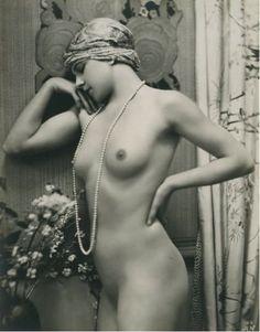 A. Noyer. Nu à la grappe de raisins et nu au collier de perles, vers 1930  (Nude with grapes et pearls, 1930).  (for Malin)